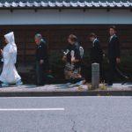 ご親族と歩いて神社へ「飾らない」お二人 片山八幡神社/ガーデンレストラン徳川園 にて