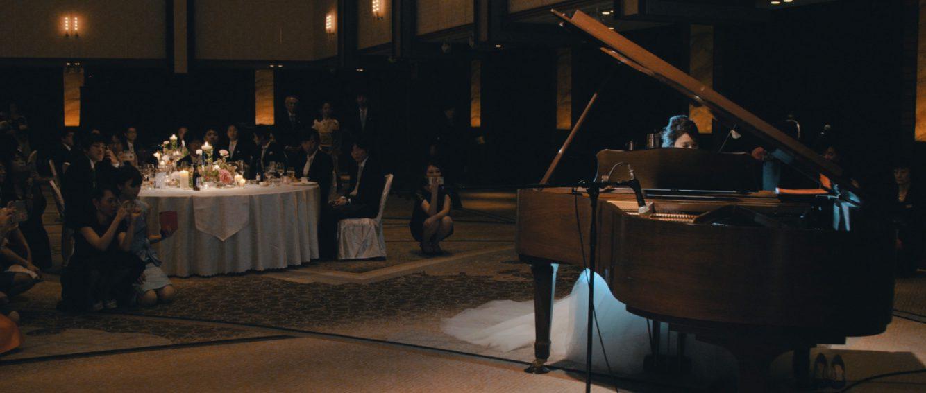 新婦様のピアノ演奏