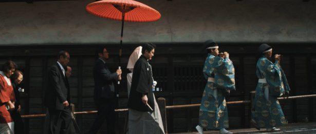 神社までの花嫁行列